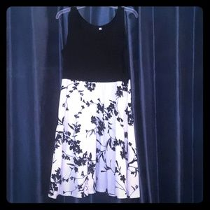 Dresses & Skirts - Size XL Black and White dress